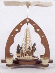 Dregeno, Muller, Winter Children Around Tree Pyramid – 11″