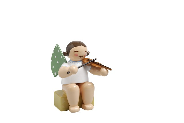 Angel, Small, With Violin – 1.5″